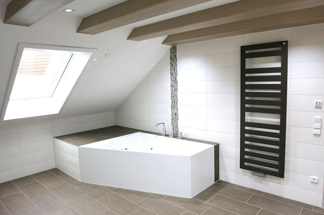 Duravit - Badewannenanlage und Designheizkörper von Zehnder