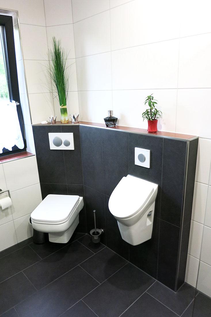 Gäste-Bad mit Urinal und WC