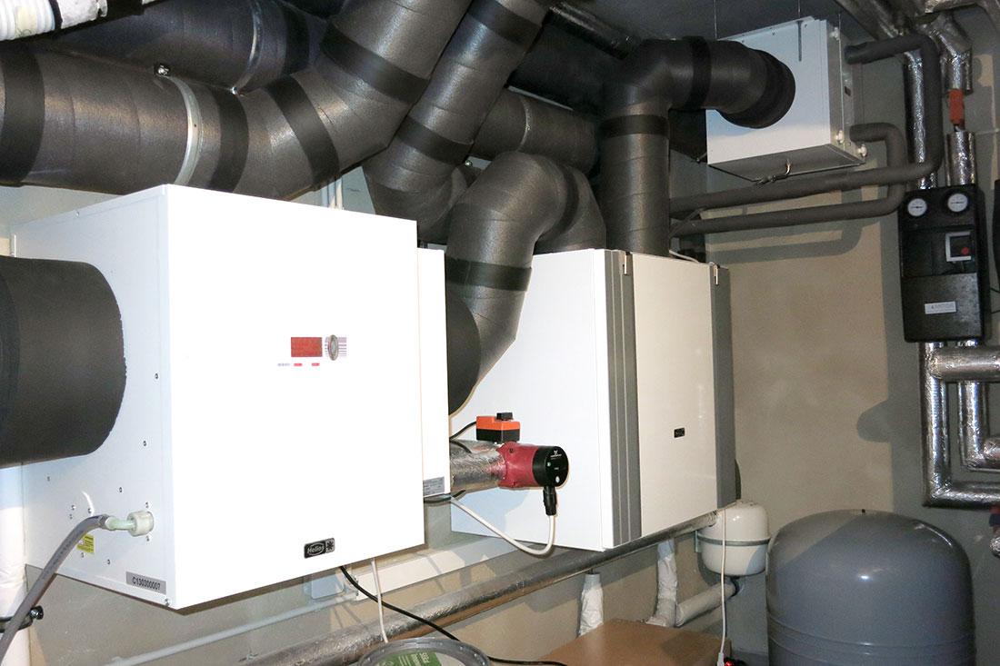 Kontrollierte Wohnraumlüftung mit WRG mit aktiver Befeuchtung und Sole-Erdwärmetauscher