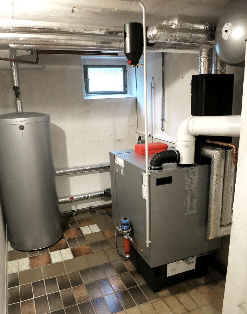 Ölbrennwertgerät mit Warmwasserspeicher