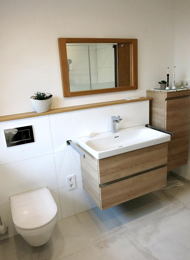 Waschtisch-Anlage und spülrandloses WC