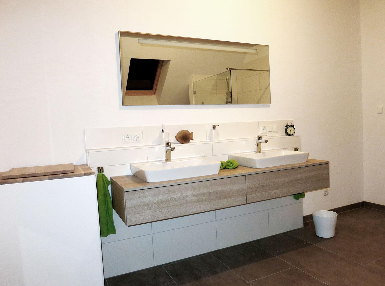 Waschtischanlage mit Aufsatzbecken